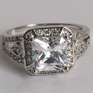 NEW WOMENS RING SIZE 9